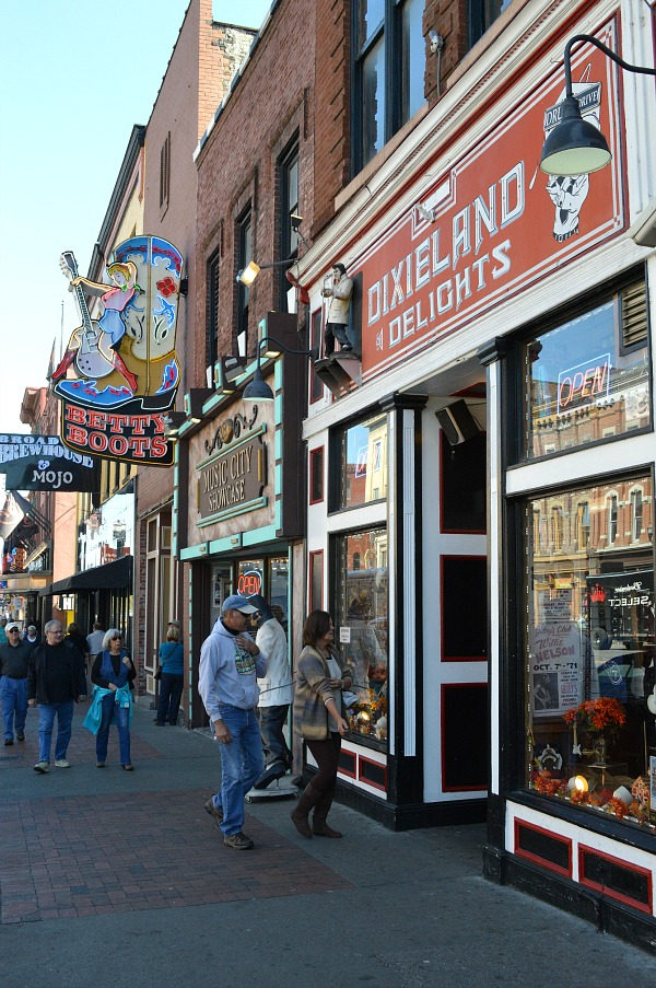 A weekend in Nashville - head to Honky Tonk Row