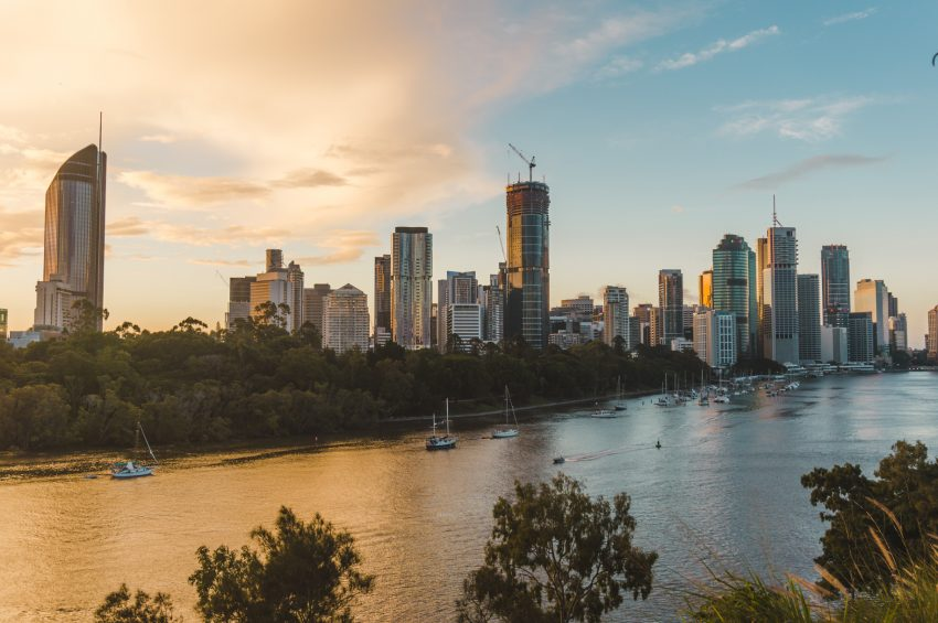 How to make friends in new cities.A photo of the sunset over Brisbane City from Kangaroo Point Cliff Park.