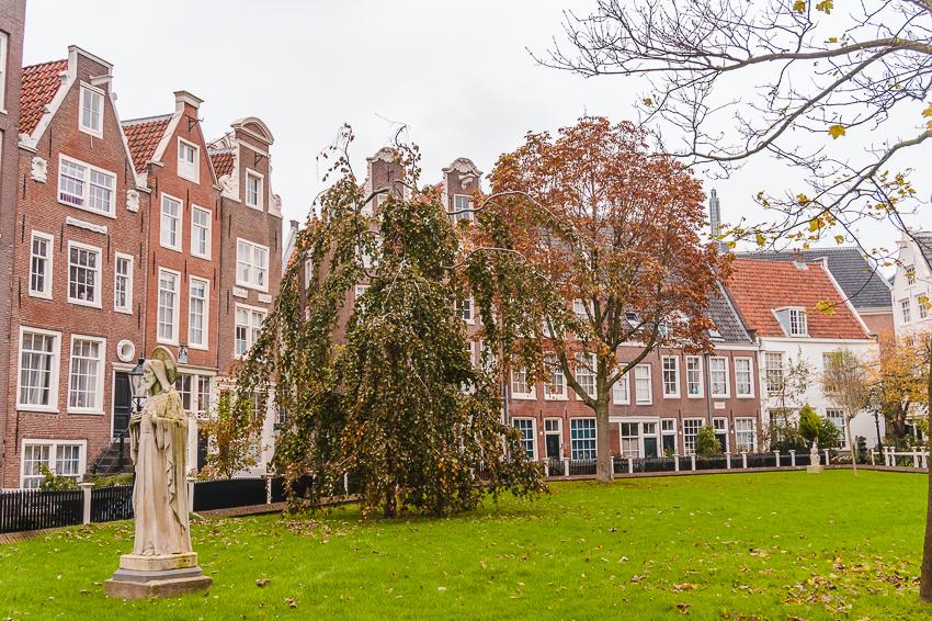 Three Days in Amsterdam: visit Begijnhof.