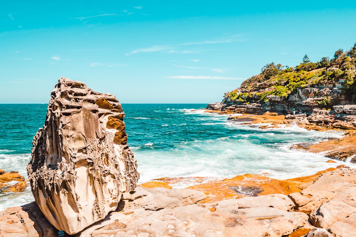 Rocky cliffs along the Bondi to Bronte coastal walk in Sydney
